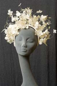 fascinator or full on headpiece? either way, it's fabulous