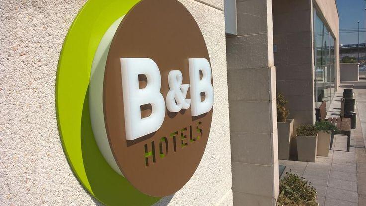 B&B Hotel Madrid Airport Situato a Madrid, ad appena 8 km dall'Aeroporto di Barajas, il B&B Hotel Madrid Airport offre una navetta aeroportuale e sistemazioni funzionali e climatizzate, dotate di TV a schermo piatto e doccia a multigetto....