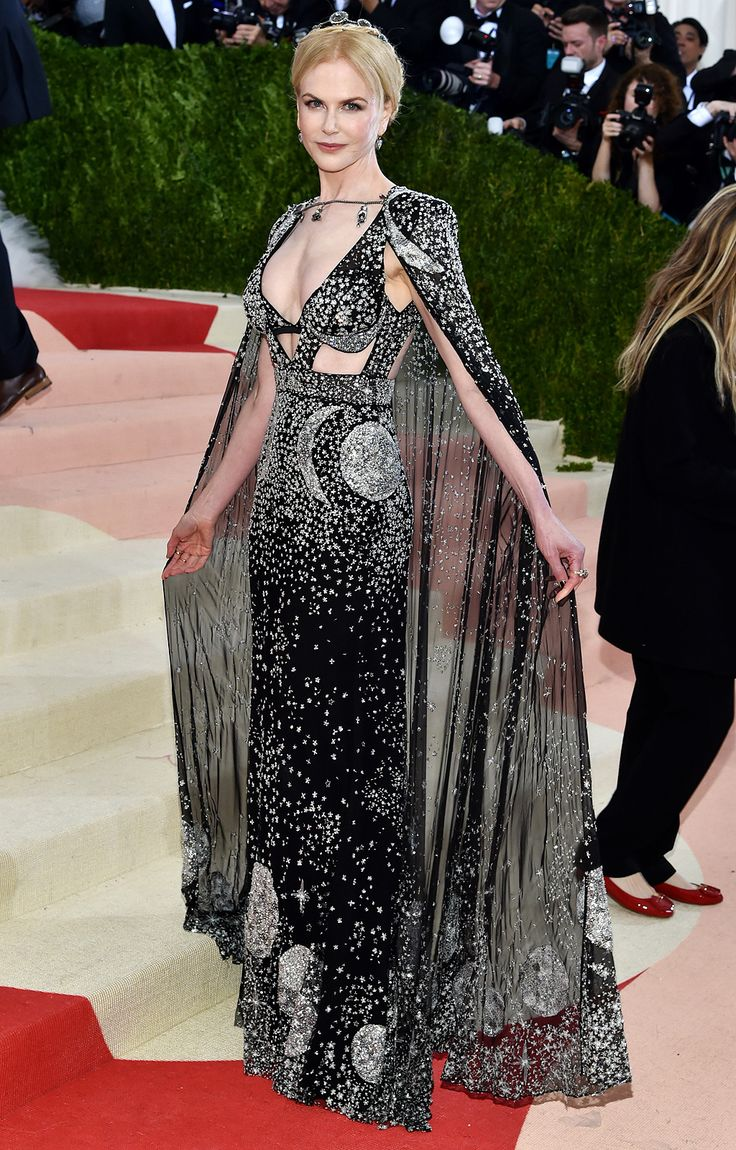 Absolute obsessed with Nicole Kidman in Alexander McQueen by Sarah Burton