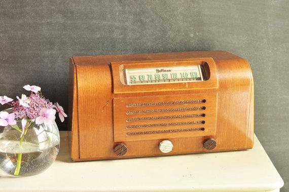 Vintage radio-if only they still had radio shows: Vintage Items, Vintage Radios If, Radios Program, Crazy Vintage, Vintage Wardrobe, Vintage Hoffman, Radios Stars, Actually Vintage, Retro Vintage