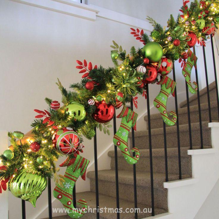 Staircase Garland Design - My Christmas BlogMy Christmas Blog