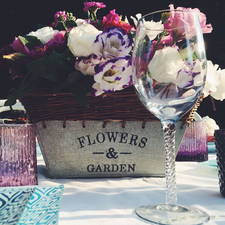 Outdoor dinner. Summer dinner. Blue tabletop. Eustoma bouquet. By Luna and The Table