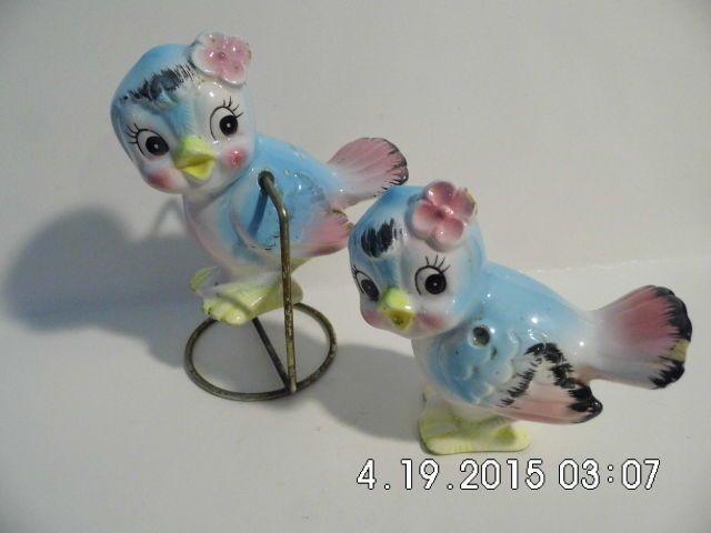RARE VINTAGE JAPAN SALT PEPPER SHAKERS - PRETTY LITTLE BLUE BIRDS -UNIQUE - LOOK