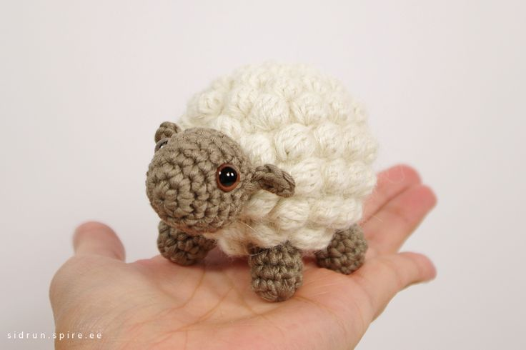 Free Crochet Pattern Baby Lamb : Free crochet pattern: Small bobble sheep // Emma Fields ...