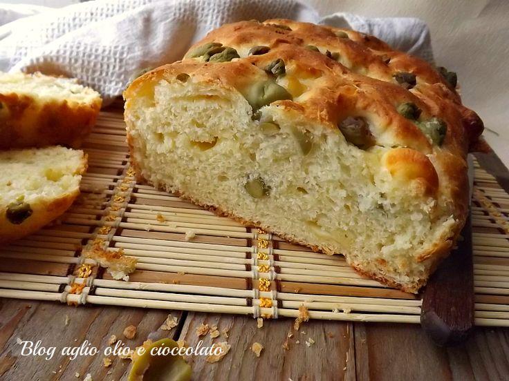 La torta al formaggio con le olive è una gustosissima alternativa alla classica torta al formaggio e rimane molto morbida.