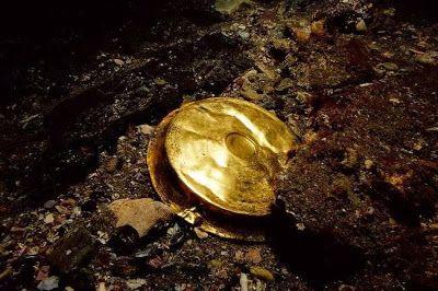 Un recipiente de oro,