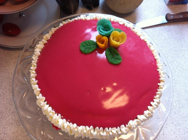 Birthday cake for my mom (layer cake)