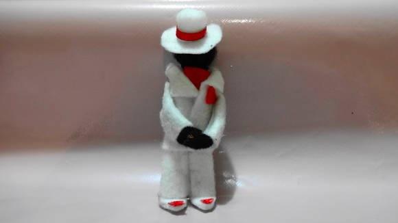 PROMOÇÃO FRETE GRÁTIS NAS COMPRAS ACIMA DE R$ 100,00!!!  Mestre Zé Pilintra, protetor, pai amado, Sr. de muito Axé, traz, Sorte, Força e proteção ao seus devotos...Saravá Seu Zé!!!!!  Confeccionado em feltro e fita de cetim, ótima lembrança para abrilhantar sua festa, presentear um amigo, para se ter em casa, no trabalho como decoração ou proteção...um lindo presente.  Embalagem grátis em saquinho de celofane e fita de cetim.   Consulte-nos !!  Criação Atelier Donna Oxum R$ 3,00