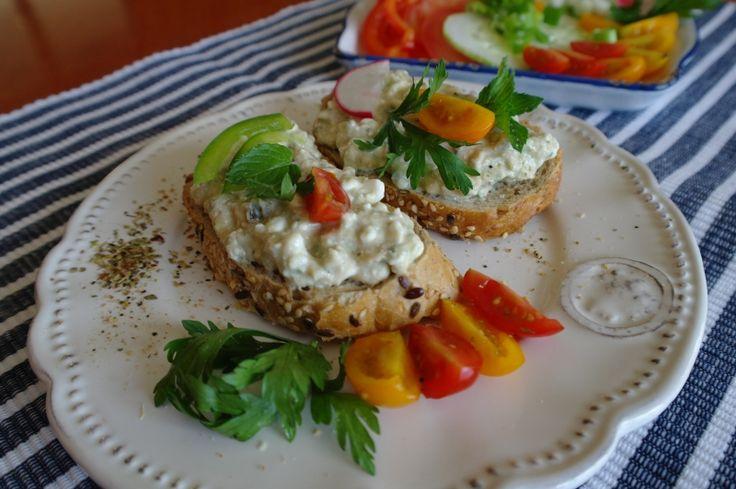 Avokádovo-proteinová pomazánka...Avokádo je energeticky výživné, zdravé, a jelikož je dostupné celoročně, vyplatí se ho konzumovat v zimě, když není dostatek čerstvého lokálního ovoce a zeleniny.