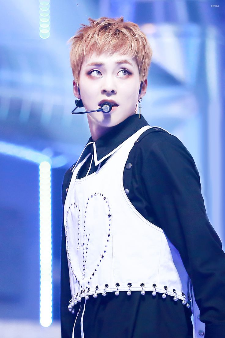 Xiumin - 161231 2016 MBC Gayo Daejun Credit: 슈먼데이. (2016 MBC 가요대제전) besides the whitewashing, look at this beauty