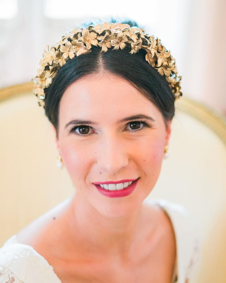 A Cláudia foi uma noiva linda serena e elegante. Noutras palavras perfeita  The most beautiful relaxed an elegante bride. Perfect! Make up by @brunafernandesmakeup Hair by @katyscerbika  Headpiece by @lena_rom_ . . . #bride #bridalhair #bridalstyle #noiva #liveyourdreamcl #palaciosaomarcos #portrait #weddingphotography #weddingphotographer #theprettyblog  #thehappynow #meaningfulwedding #weddinginportugal #portugalweddings #europedestinationweddingphotographer #portugalweddingphotographer…