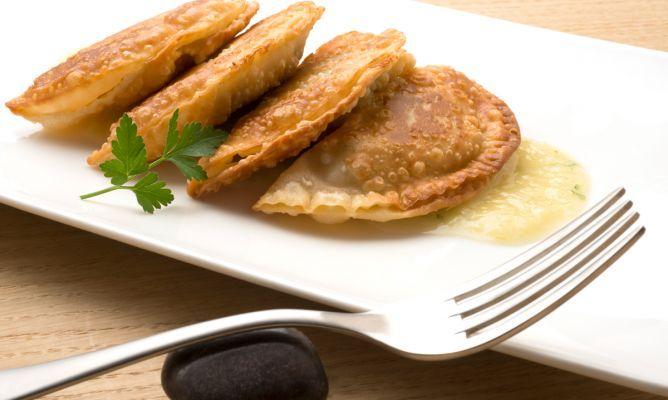 Receta de Empanadillas de patata, aceitunas y anchoas - Karlos Arguiñano                                                                                                                                                     Más