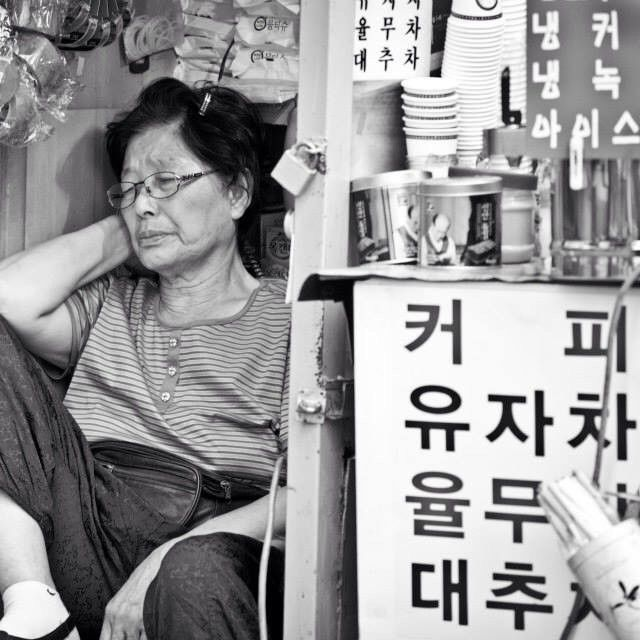 photosta / Relax #life #인생 #oldies #memories #할머니 #getting #old #what it #means #행복 #삶 #old #school / #골목 #장사 #사람 / 2014 01 08 /