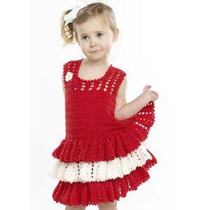 Virkad klänning Denna supersöta virkade klänning kan du gör själv! Självklart väljer du färger själv om inte röd och vit är dina favoriter. Beskrivningen är på engelska men det ska nog gå bra för e…