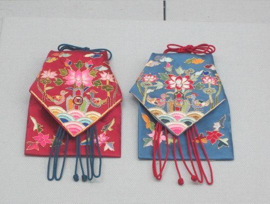 약낭 (Korean traditional pouches for medicine)