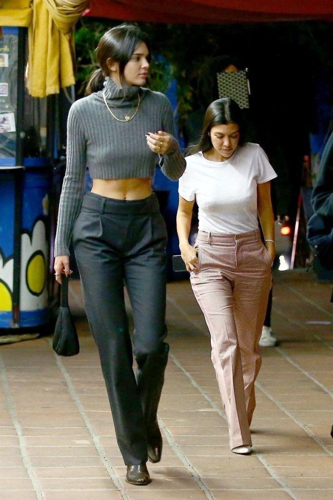 Kendall Jenner Vs Kourtney Kardashian Buzz Bee Kendall Jenner Outfits Kendall Jenner Street Style Kendall Style
