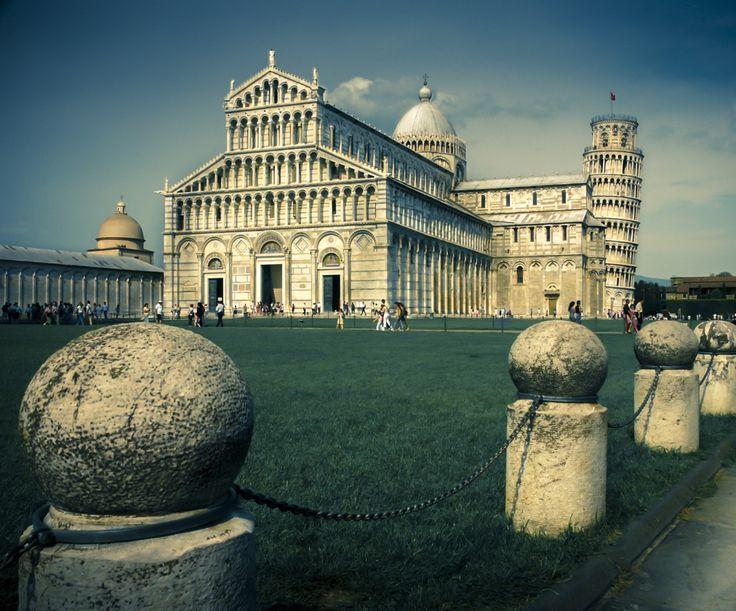 Un pomeriggio di giugno di undici anni fa, a Pisa, a pochi passi da tanta pietra così finemente lavorata e valorizzata.  Un oceano di Arte in un piccolo fazzoletto di verde.