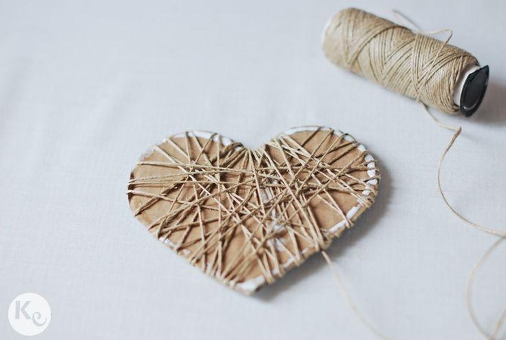 a-kiss-of-colour-diy-porta-alianzas-rústico-en-forma-de-corazon-rustica-heart-shape-ring-beare-03.jpg (787×529)