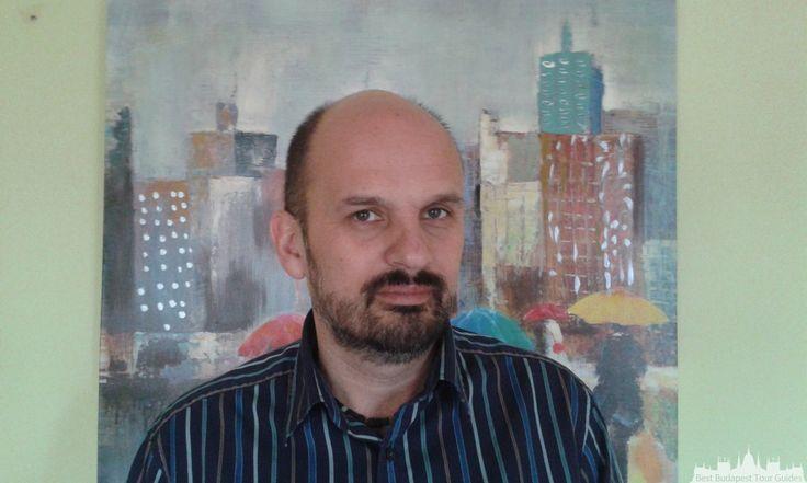 """Ferenc J. Seit 28 Jahren arebeite ich als Reiseleiter in Budapest und im ungarischen Land. Ich habe Kunstgeschichte studiert, ausser den gewöhnlichen Sehenswürdigkeiten - Heldenplatz, Burg, Parlament usw. - kann ich Ihnen gern helfen auch """"hinter die Fassaden"""" zu gucken. Besonders interessiert mich die Geschichte, die Politik und die Kunst. Ich führe Sie gern auch in Museen, sowie in der Nationalgalerie oder im Museum der Schönen Künste. Ich mache ganz verschiedene Touren flexibel sowohl für…"""