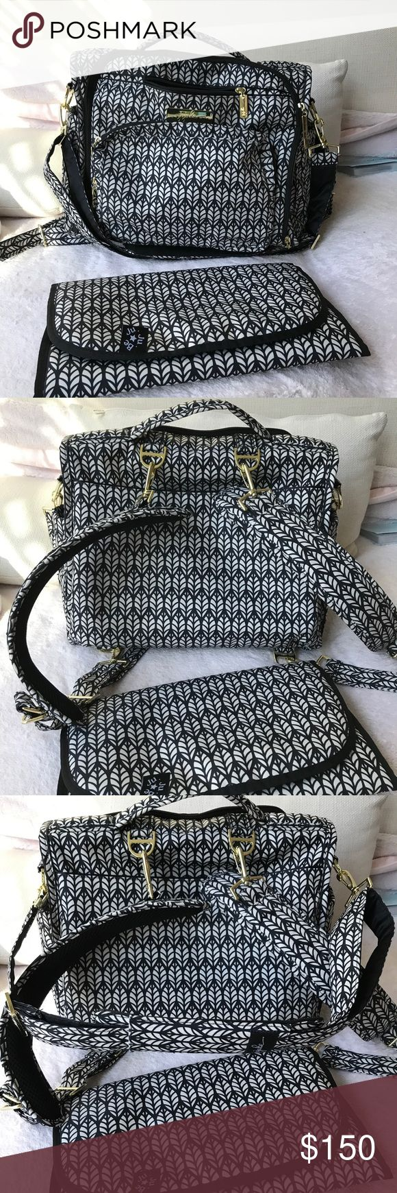 Jujube BFF diaper bag Only few time used very clean like new jujube Bags