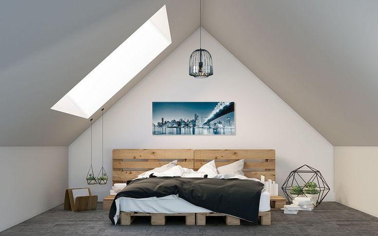 Nowoczesna i świeża sypialnia na poddaszu, gdzie łóżko zostało wykonane z palet. #design #urządzanie #urząrzaniewnętrz #urządzaniewnętrza #inspiracja #inspiracje #dekoracja #dekoracje #dom #mieszkanie #pokój #aranżacje #aranżacja #aranżacjewnętrz #aranżacjawnętrz #aranżowanie #aranżowaniewnętrz #ozdoby #sypialnia #sypialnie #łóżko #łoże