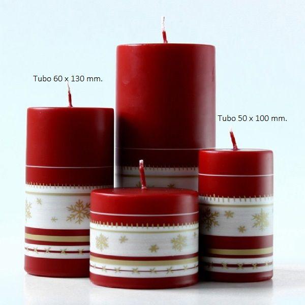 Ilumina tu casa con velas de Navidad y crea un entorno especial en estas fiestas. Combínalas y crea centros para la mesa, colócalas sobre la chimenea o en el aparador. Conseguiremos un efecto aún más especial, perfecto para estas fechas. Las hay de diferentes tamaños, formas y colores, aportando a nuestro hogar un toque elegante y mágico. Llena de luz estos días tan especiales con nuestras Velas de Navidad Decoradas. Velas rojas y blancas que se adaptan más a la decoración clásica de…