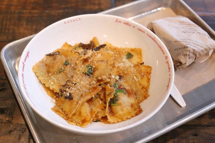 Verse ravioli, klaar in vijf minuten? Het kan bij het kraampje van I Ravioli in New York. Hier wordt zelfs de pasta helemaal vers gemaakt.