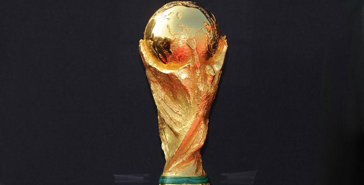 Hier ist der Spielplan! - Welche Mannschaft spielt wann gegen wen? Der Pointer-WM-Spielplan kennt die Antwort. Schau dir die Termine für die Gruppenspiele und die K.o.-Runde an, damit du weißt, wann du dich mit deinen Freunden zum Fußballgucken verabreden solltest.