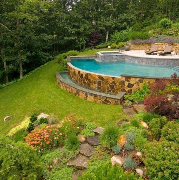 pool steinmauer garten hang rasen haus im wald | gartenideen ... - Gartengestaltung Terrasse Hang