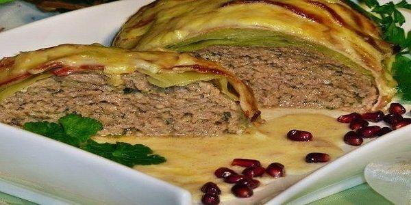 Мясной рулет «Голубец» в сливочном соусе  Вкусное сытное блюдо. Готовится из доступных продуктов, легко и удобно, получается много вкусного сырного соуса. На гарнир можно подать картофель, рис или гречку.