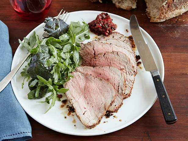 Roasted Beef Tenderloin with Roasted Pepper and Black Olive Sauce Recipe : Rachael Ray : Food Network - FoodNetwork.com