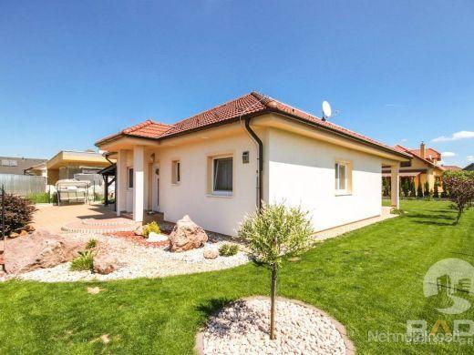 IBA U NÁS!!! Na predaj pekný rodinný dom s pozemkom, Nemšová - obrázok