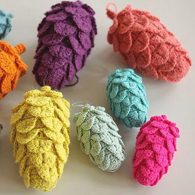 Free Crochet Patterns Christmas Ornaments @ crochetreasures