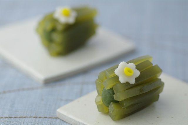 あれ、今頃水仙の花?・・・と、関東以西の方は不思議に思われるでしょうね。  本州では、2月頃、春の前触れを告げるように咲く水仙ですが、 ここ...