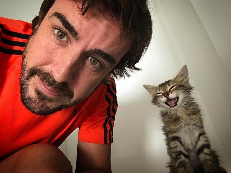 Fernando Alonso and 🐱