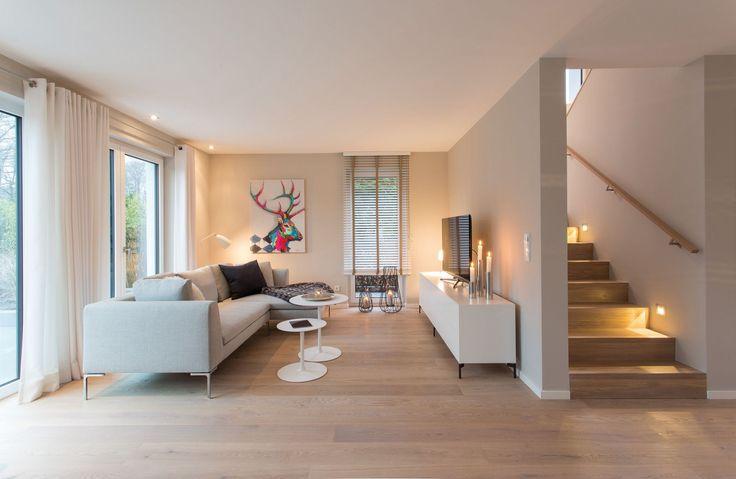 die besten 25 treppenhaus beleuchtung ideen auf pinterest flurbeleuchtung modern dekorative. Black Bedroom Furniture Sets. Home Design Ideas