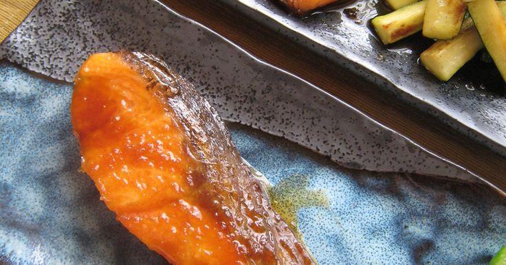 フライパンで簡単に作るお魚レシピです。 甘辛生姜ダレでご飯も進みますよ~✿ 照り感が出やすいタレです。