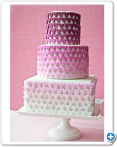 bruidstaart-wit-paarse-marsepeinen-hartjes