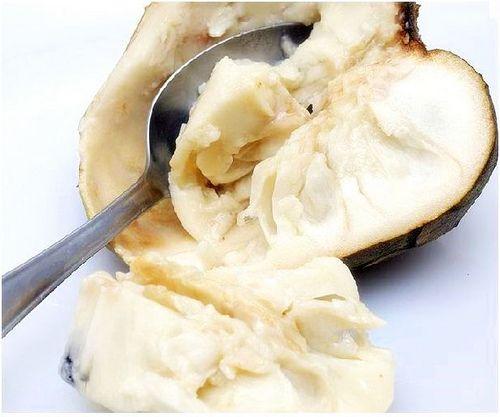 Dulce de guanabana  o chirimoya - Ingredientes: 1 guanábana de unos 600 gramos 1 ½ taza de azúcar refino 300gr 1 unidad pequeña de corteza de limón 2 rajitas de canela en rama ¾ de taza de agua o 185ml