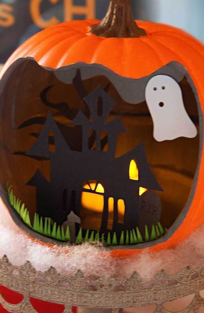 Create your own Halloween scene with our paper pumpkin decorations! This is a simple way to decorate for fall, no pumpkin cleanup required. Plus, these decorations can be used year after year. Click in for our full tutorial.