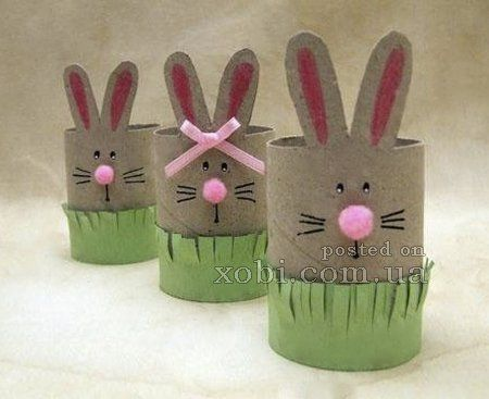пасхальный кролик из рулонов от туалетной бумаги