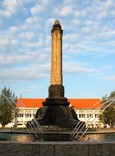 Tugu Muda adalah sebuah monumen yang dibuat untuk mengenang jasa-jasa para pahlawan yang telah gugur dalam Pertempuran Lima Hari di Semarang.   Berlokasi di Semarang, Indonesia.