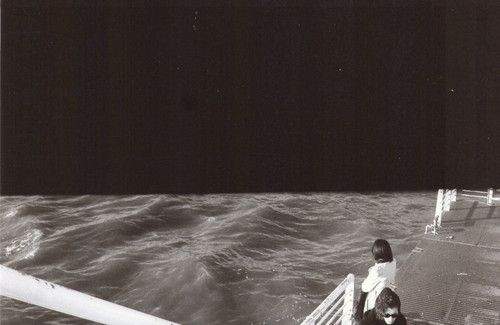 """""""Vuoi a cuppett o vuoi o' spumone?"""" """"CHILL CHE COSTA DE CCHIU"""" """"Chi a Pantelleria c'è nato sa ascoltare quello che il mare racconta; e il mio pensiero corre verso terre lontane, abitate da gente sconosciuta, che vive sotto le tende nascoste tra le dune, mangia seduta su tappeti e cuscini, coperta da vesti bianche, lunghe e morbide, che non lasciano vedere nulla, ma solo immaginare."""" - Fotolog"""