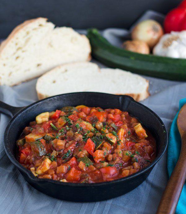 Ratatouille, ein Klassiker voller Aroma. Einfach gemacht, low carb, vegan und kalorienarm. Recipe also in english. www.einpriselecker.de