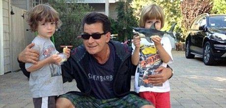 El actor Charle Sheen ya es abuelo