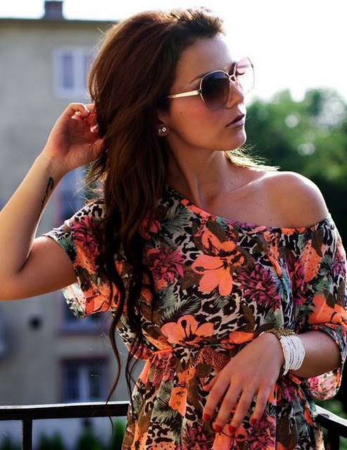 shirt is gorgeous: Style, Haircolor, Bright Color, Shirts, Outfit, One Shoulder, The Dresses, Hair Color, Sunglasses