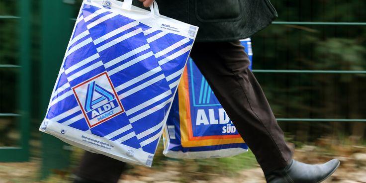 Im Alkoholregal bei Aldi gibt es eine Revolution - dort stehen jetzt Marken wie Ramazotti oder Wodka Gorbatschow. Eine Seltenheit beim Discounter-Riesen. Denn zum Konzept von Aldi Nord und Aldi Sü