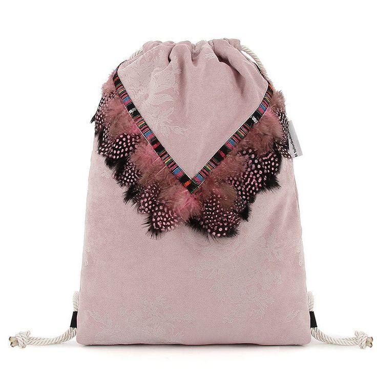 mochila mujer boho chic etnic  semipana floral plumas negras y rosas- estilo bohemian pink & black chic de ElTallerdeMisNubes en Etsy