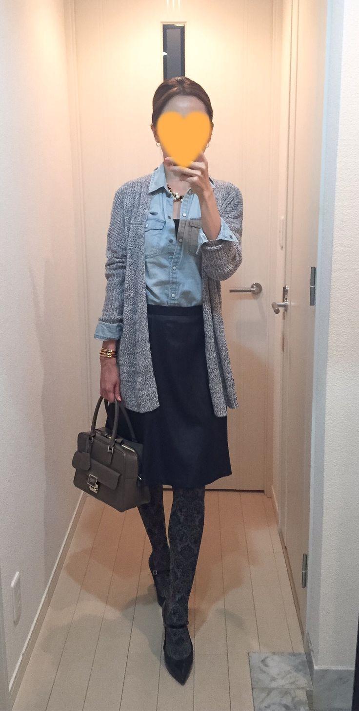 Cardigan: Theory, Denim shirt: American Eagle, Navy skirt: martinique, Bag: Anya Hindmarch, Pumps: Fabio Rusuconi