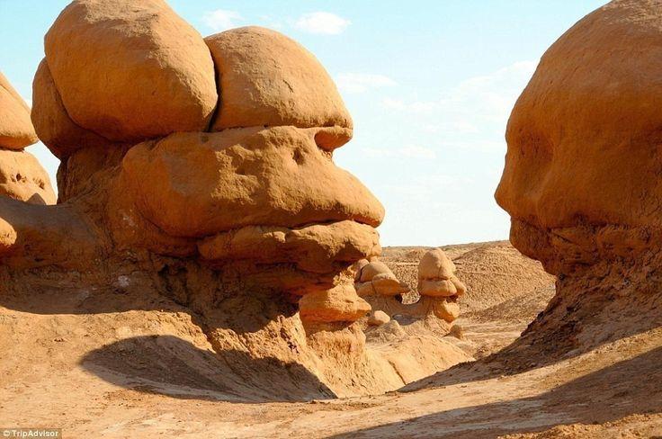 12 ユタ州、ゴブリンバレー州立公園では訪問者をじっとみるかのような顔をした岩を見ることができます。 これぞ世界の秘境26選!どうやって行くかもわからない絶景